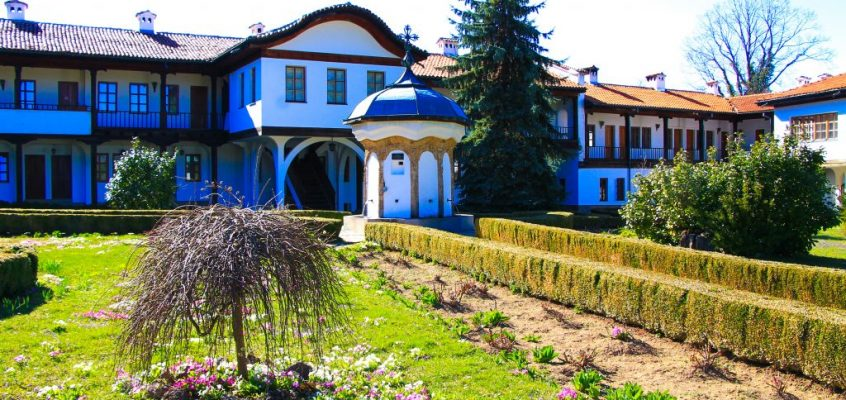 Соколски Манастир – потънало в зеленина усещане за уют и смирение